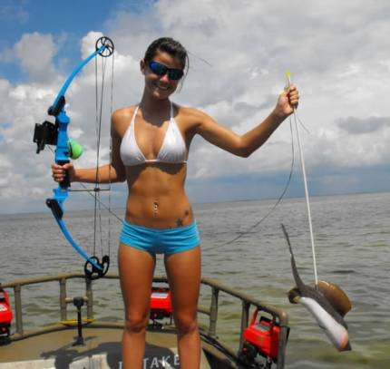 bow_fishing_hottie